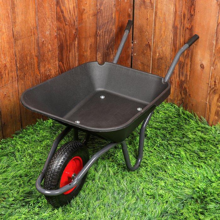 Тачка садово-строительная одноколесная 95л/150кг, пневмоколесо, корыто пластик, черный фото