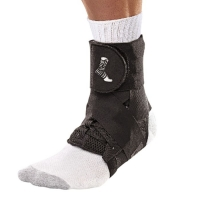 Бандаж на голеностоп (черный) MUELLER 46640 THE ONE ANKLE BRACE XS